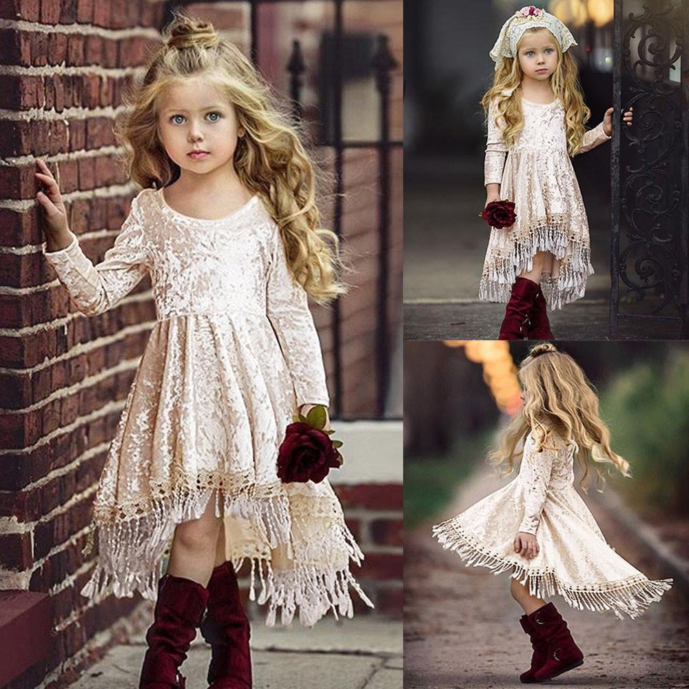 Девочка в платье из гипюра